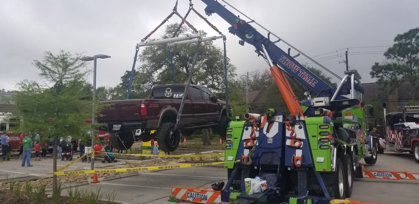 18 wheeler tow truck with 4x4 truck hanging from tow truck